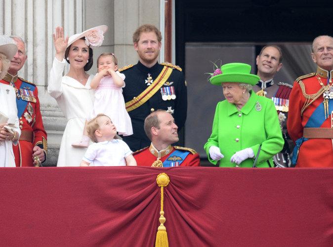 Le prince William grondé par Elizabeth II : une vidéo enflamme la Toile !
