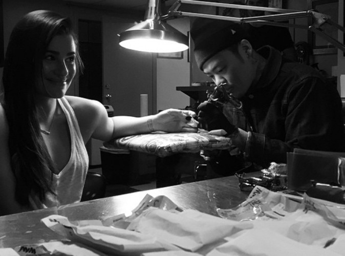 Lea Michele : chez le tatoueur avec son mec !