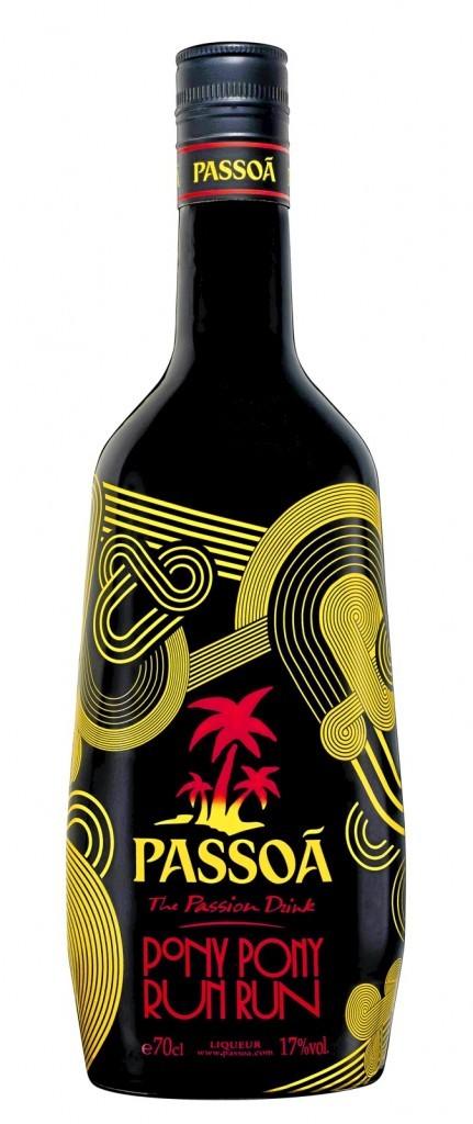 On débouche la nouvelle bouteille de Passoã, la liqueur au fruit de la passion, grif ée par Pony Pony Run Run.