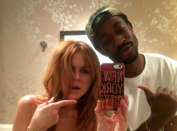 Lindsay Lohan : les seins à l'air en compagnie d'un ami, LE cliché qui fait scandale !