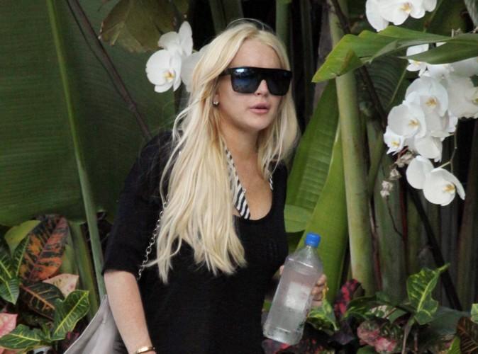 Lindsay Lohan se retrouve encore à moitié nue, une habitude !