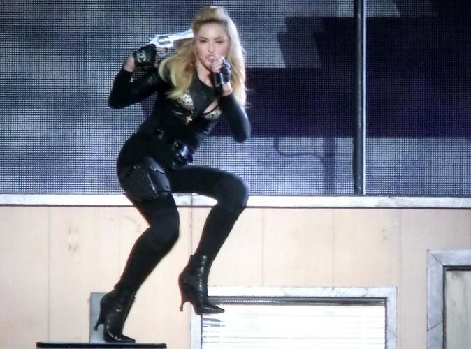 Madonna : après le sein, le string !
