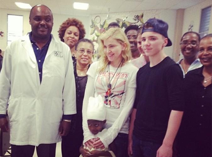 Madonna : avec son fils Rocco, elle se rend en Haïti pour soutenir les projets humanitaires de Sean Penn !