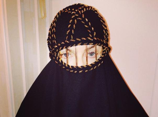 Madonna : et maintenant, elle prend la pose en burqa !
