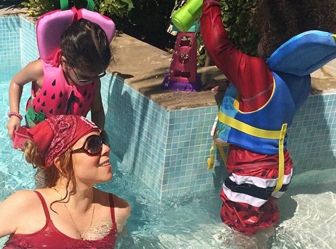 Mariah Carey : dans la piscine, point de bikini, elle garde ses jumeaux bien au chaud !