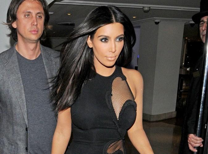 Kim a de belles formes et elle n'hésite pas à les montrer !