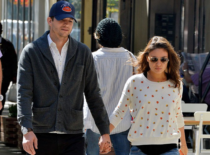 """Mila Kunis : elle rejoint son fiancé Ashton Kutcher dans la série """"Mon Oncle Charlie"""" !"""