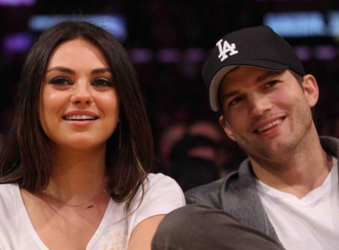 """Mila Kunis : """"je parle tout le temps russe à Wyatt et Ashton prend des cours"""" !"""