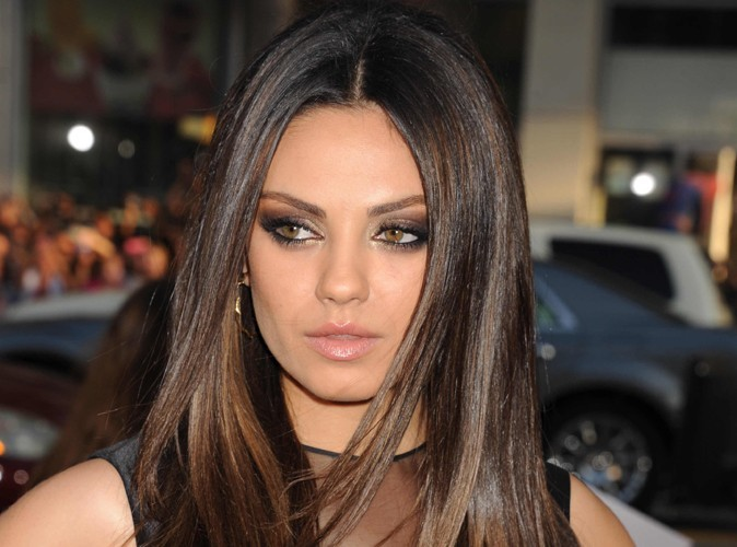 Mila Kunis : toujours en contact avec son marine...