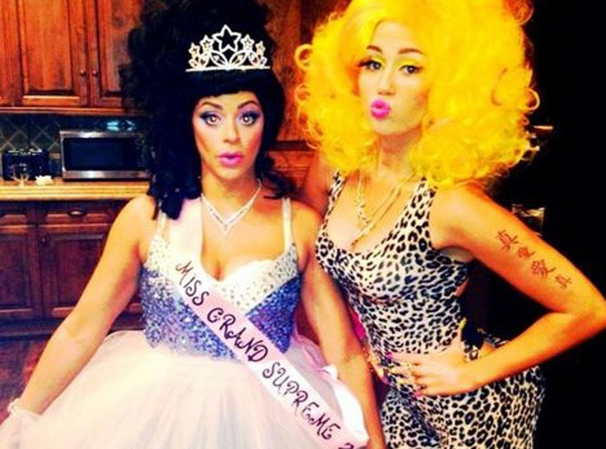 Miley Cyrus : déguisée en Nicki Minaj pour Halloween !