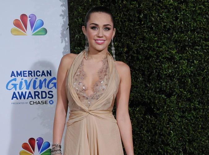 Miley Cyrus : en bikini elle est craquante !