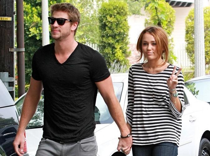 Miley Cyrus est officiellement retournée avec Liam Hemsworth, grâce à ses parents !