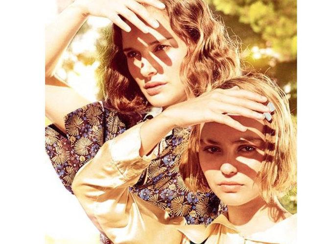 """Nathalie Portman et Lily-Rose Depp : mystérieuses pour la première photo du film """"Planétarium"""""""