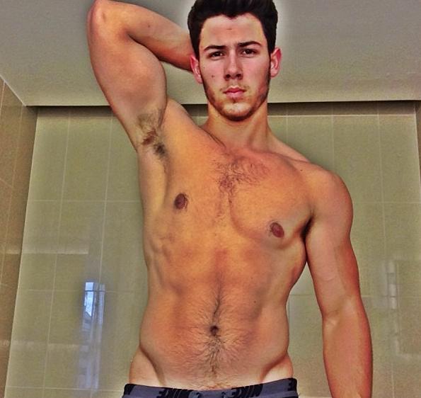 Nick Jonas : il s'affiche torse nu et tout en muscles !