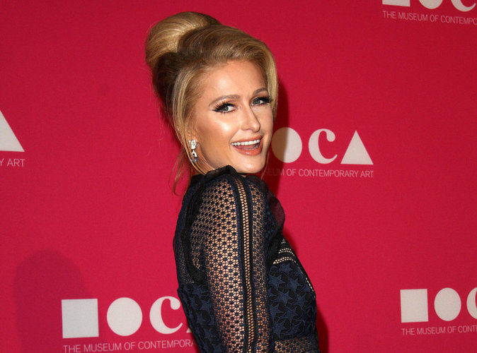 Paris Hilton : Elle assure avoir inventé le selfie et se pose en icône !