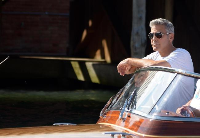 George Clooney arrive à la Mostra de Venise, le 27 août 2013 en Italie