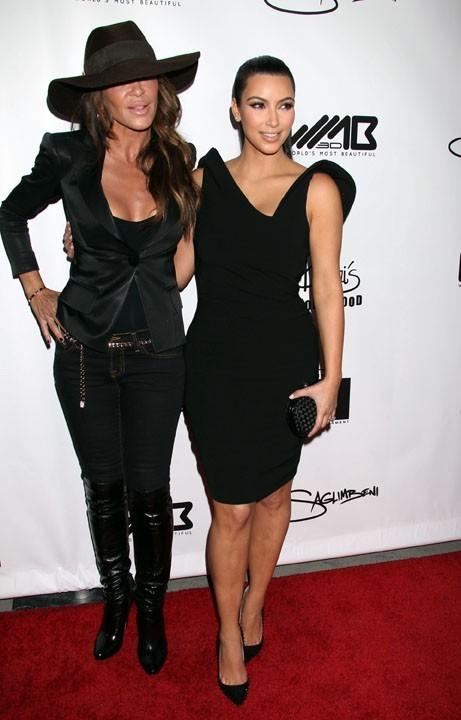 Kim Kardashian et Robin Antin lors de la soirée World's Most Beautiful Magazine à Hollywood, le 10 août 2011.