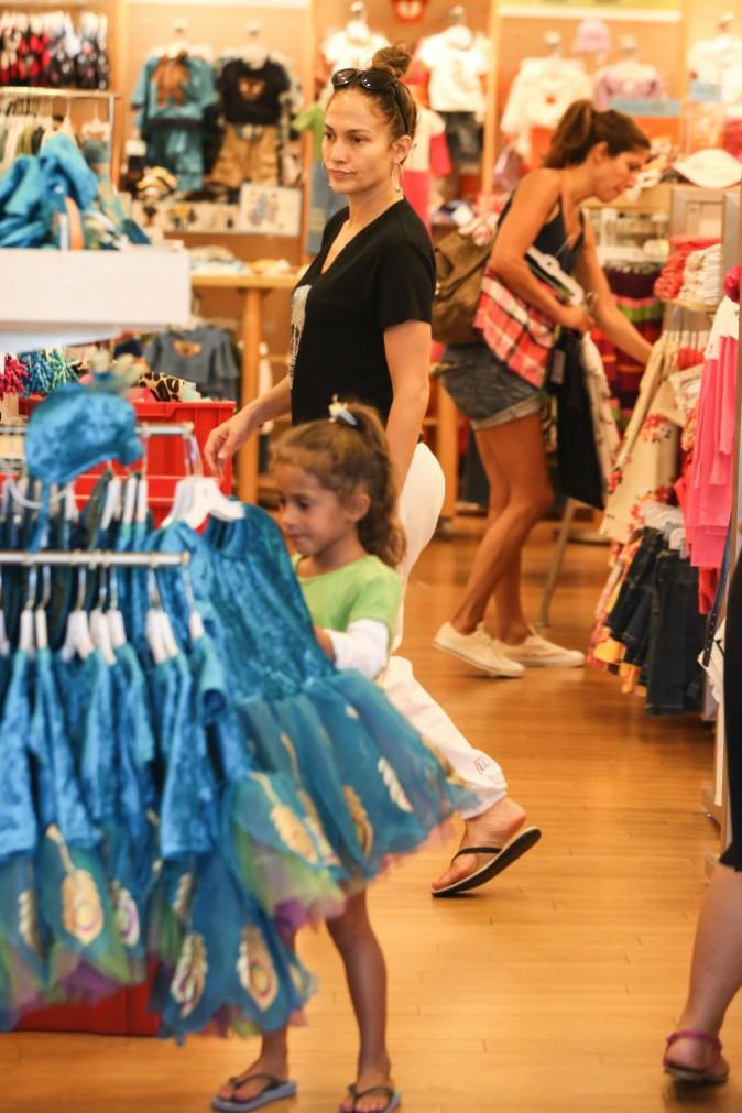 Jennifer Lopez en shopping avec sa fille à Los Angeles, le 1er septembre 2013