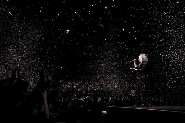 """Adele : """"Mariah Carey devrait être dans la Bible"""" !"""