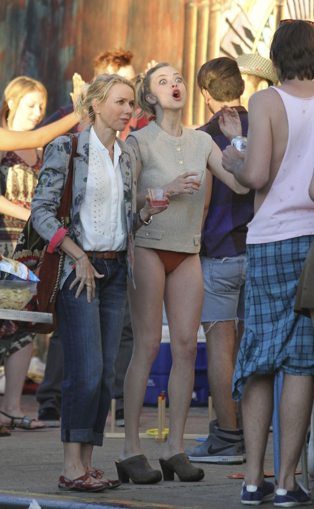 "Amanda Seyfried et Naomi Watts sur le tournage du film ""While We're Young"", le 24 septembre 2013."