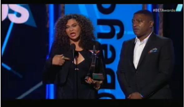 La maman de Beyoncé est venue chercher le prix de la meilleure vidéo pour sa fille