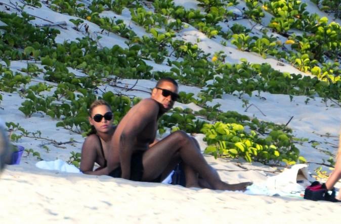 Beyonce : la star dévoile ses courbes post-grossesse dans un joli bikini rétro !