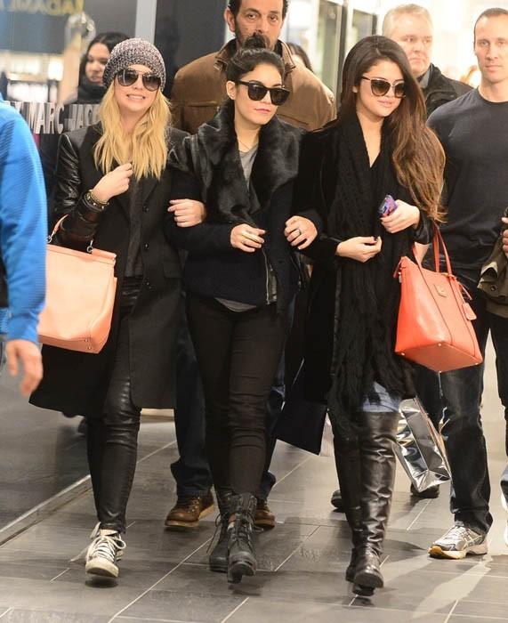 Vanessa Hudgens, Selena Gomez et Ashley Benson : shopping, tourisme, resto... Elles s'éclatent à Paris !