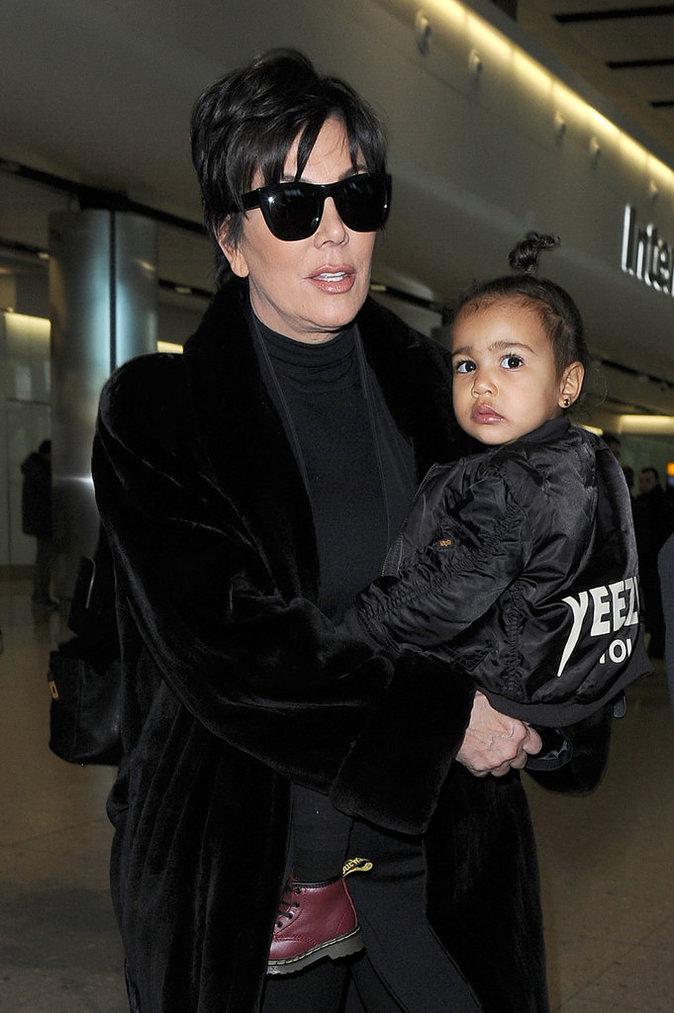 Kris Jenner et sa veste Bombers noir