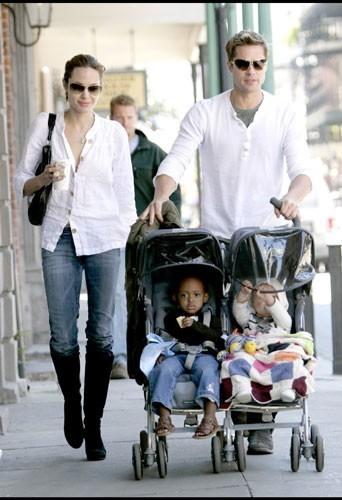 2007 : Les filles Jolie-Pitt et leurs parents à la Nouvelle-Orléans
