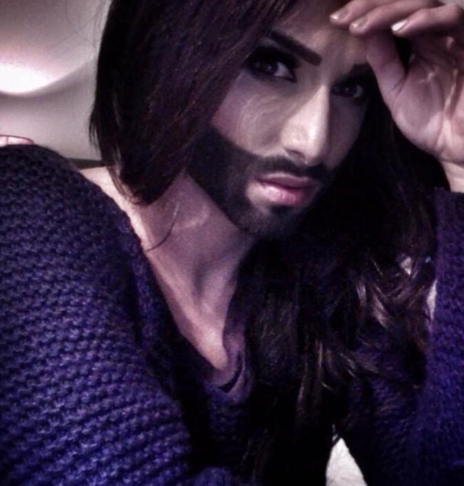 Buzz : un sosie barbu de Kim Kardashian divise l'Europe...