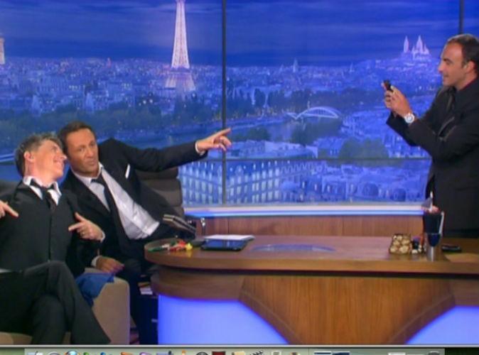 """Nikos: """"Ça vous dérange si je prends une petite photo ?Je suis vraiment fan"""".  Arthur: """"Ça veut dire qu'il va être le premier à annoncer la présence de Craig Ferguson à Paris."""""""