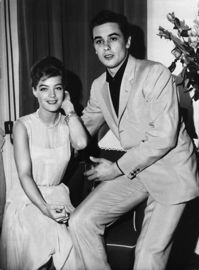 Romy Schneider – Amants mythiques de la Piscine, Alain Delon et Romy Schneider se rencontrent en 1958 et se fiancent un an plus tard.
