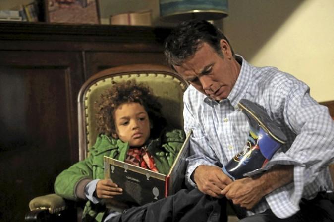 ...jusqu'au jour où l'une de ses conquêtes lui laisse son fils sur les bras, le petit Lucas, 6 ans !