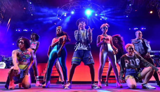 Pharrell Williams et ses danseurs à Coachella