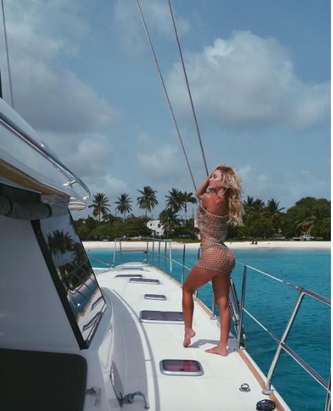 Sur le pont d'un yacht, la vie est belle aussi !