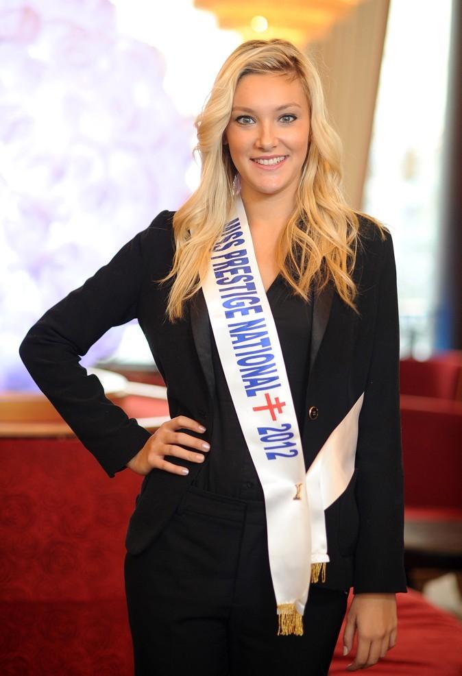 Miss Prestige National 2012 est fière de son écharpe!