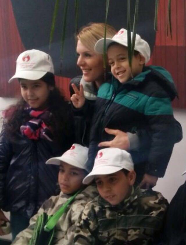 Exclu Public : Photos : Amélie Neten et Anaïs Camizuli très émues à Casablanca, entourées d'orphelins...