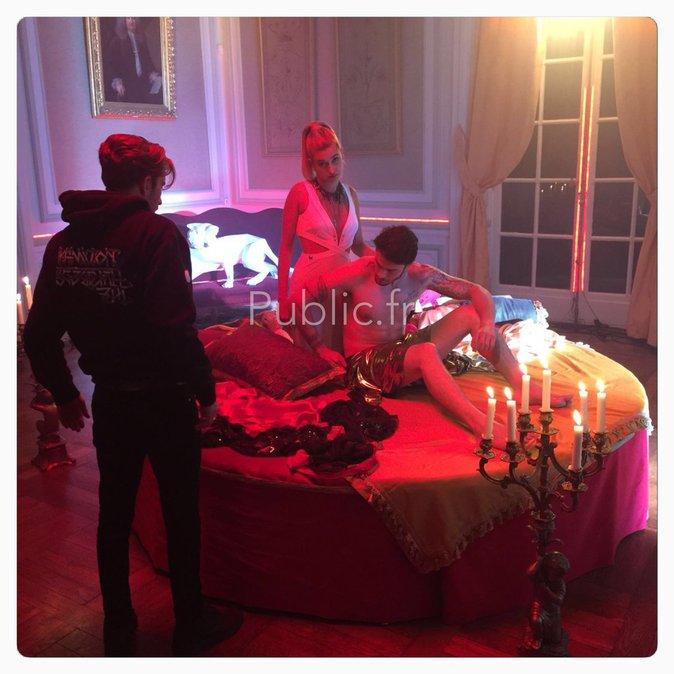Exclu Public : Photos : Baptiste Giabiconi au lit avec... Hailey Baldwin !