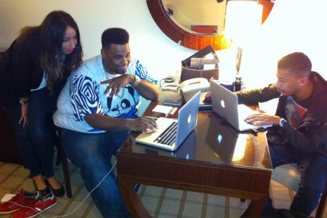 Big Ali et DJ Kashovski en pleine préparation avant la cérémonie des NRJ DJ Awards à Monte Carlo, sous les yeux de Nadia Benleulmi (journaliste...