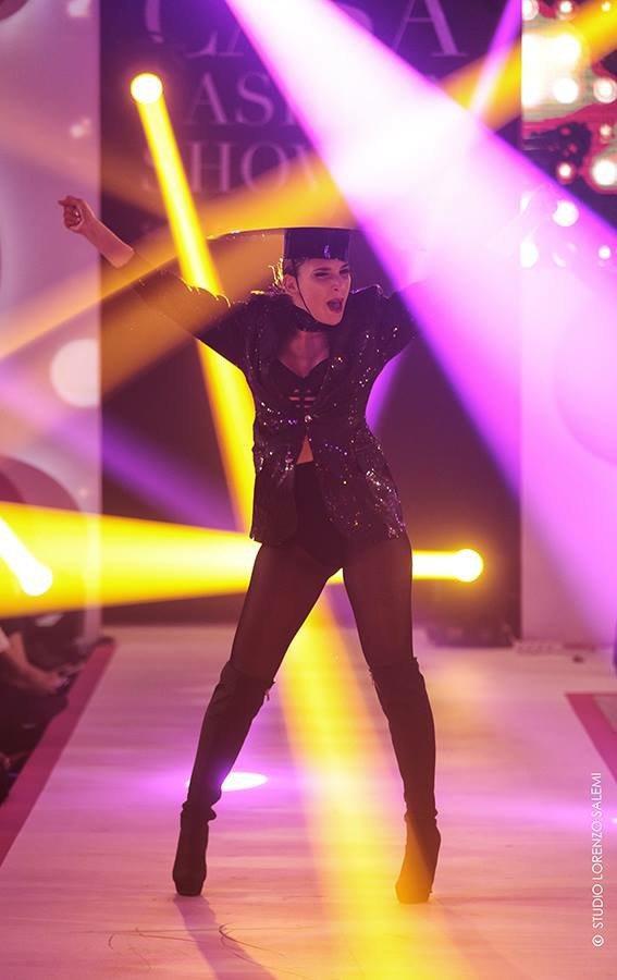 Une danseuse de Hakim Ghorab lors de la 8e édition du Casa Fashion Show