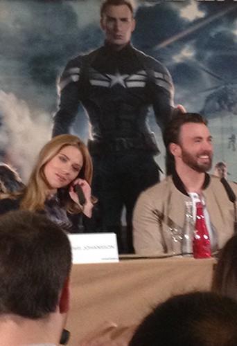 Scarlett Johansson et Chris Evans à Paris le 17 mars 2014