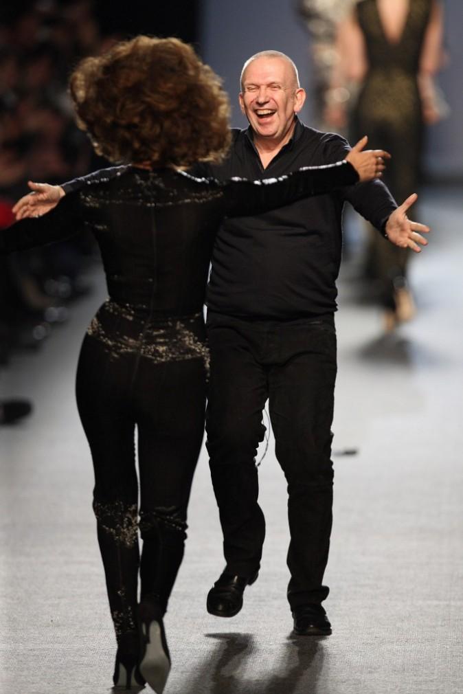 Valerie Lemercier et Jean Paul Gaultier à la fin du défilé