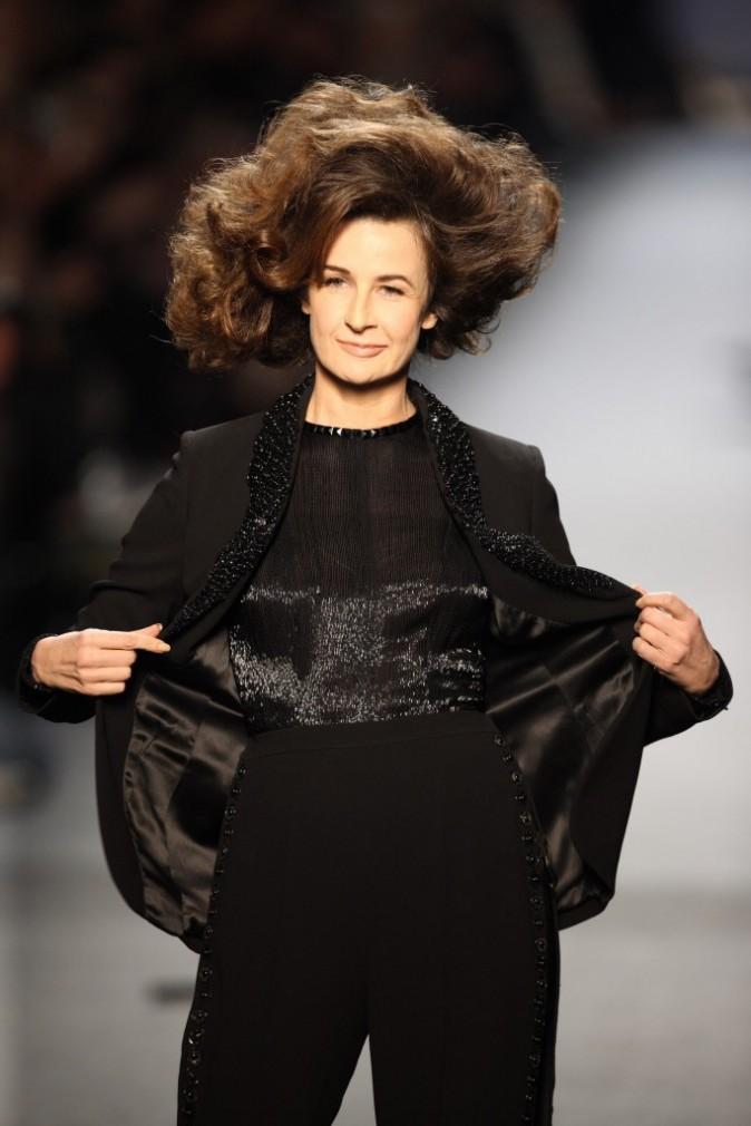 Valerie Lemercier s'amuse au défilé Jean Paul Gaultier