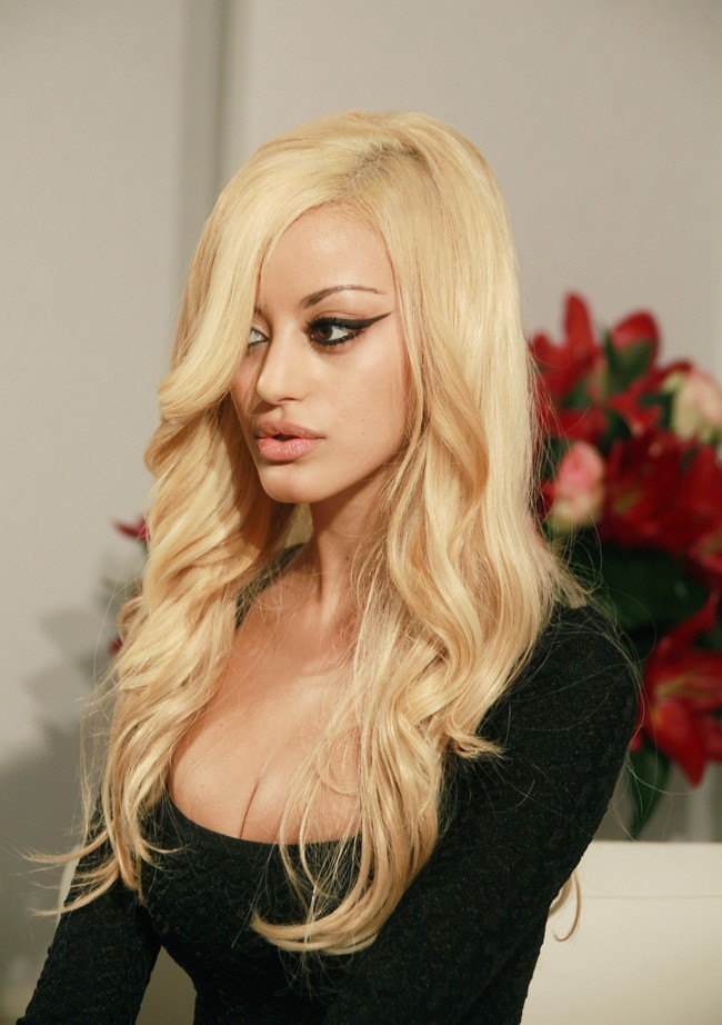 La blonde en backstage
