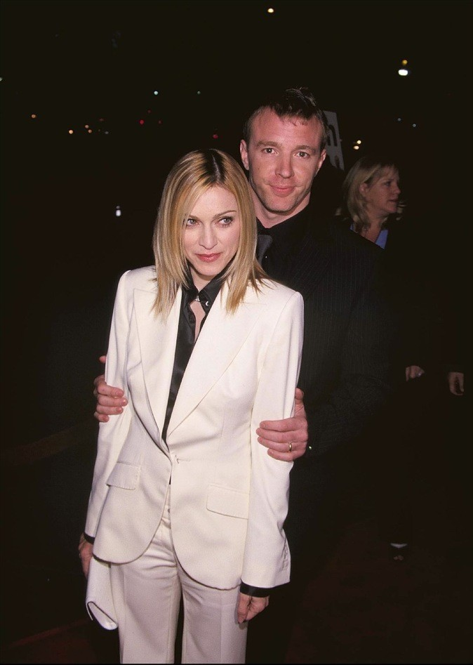 2001: Avec Guy Madonna semble plus sage !