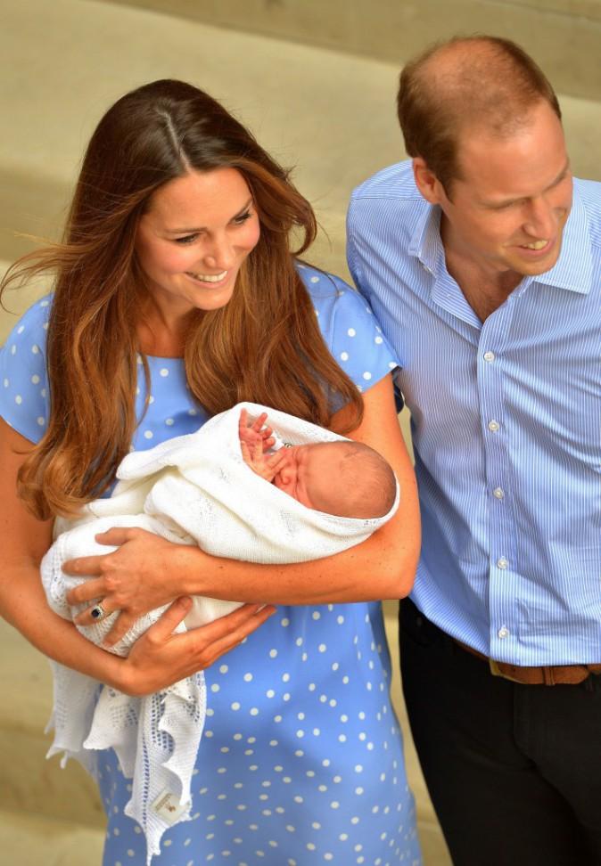 22 juillet 2013 : Kate, une maman fatiguée mais toujours rayonnante à la sortie de l'hôpital !