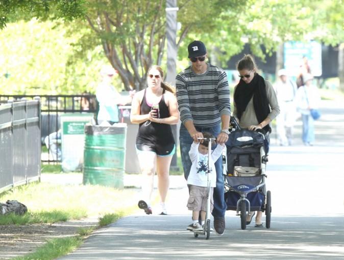 La petite famille se rend au parc !