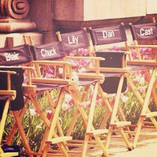 Les chaises des acteurs pendant les six saisons...