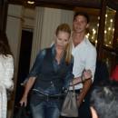 Helena et Zlatan quittent leur hôtel parisien