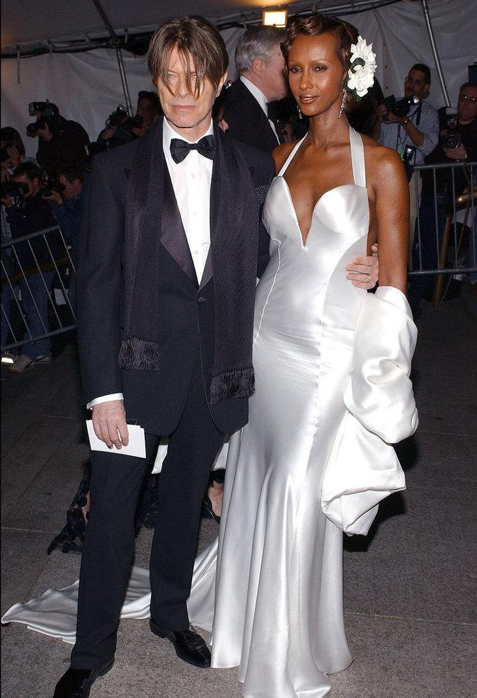David Bowie et Iman au Metropolitan Museum of Art de New York au printemps 2003.